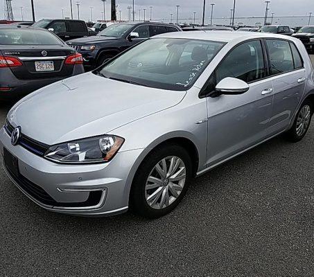Volkswagen e-Golf 2015 Limited Edition – 43 798 Km – Seulement 23 421 $ avec la subvention – DISPONIBLE